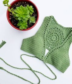 Photo Bikinis Crochet, Crochet Bra, Crochet Woman, Crochet Blouse, Love Crochet, Crochet Clothes, Top Tejidos A Crochet, Top Crop Tejido En Crochet, Crochet Designs