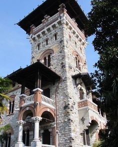 #luxuryvilla for sale on #lakecomoitaly but youll have to dig deep into your pocket!  #lakecomo #lakecomoconcepts #gothic #lovecomo #bedifferent #flattax #italy #LI