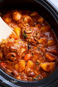 Slow Cooker Chicken Cacciatore With Potatoes is an EASY weeknight dinner that cooks itself! With chicken falling off the bone in an Italian stew!