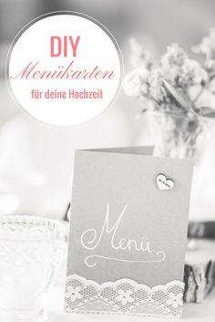 DIY Menükarten aus Kraftpapier und Spitze für deine Vintage Hochzeit. Die Anleitung findest du auf www.brautrezepte.de