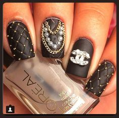 #amazingnails #beautifulnails #black #nailart #chanel #cadena #balines #bling #picoftheday #nailsoftheday #blackandgolden #supernails #meencantan #iloveit #mipasion