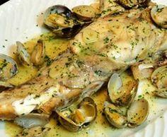 Rape al horno con almejas y refrito Fırın yemekleri Fish Recipes, Seafood Recipes, Mexican Food Recipes, Vegan Recipes, Cooking Recipes, Spanish Kitchen, Spanish Food, Fresh Seafood, Fish And Seafood