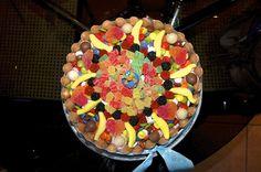 Tarta de cumpleaños. Chocolate y golosinas