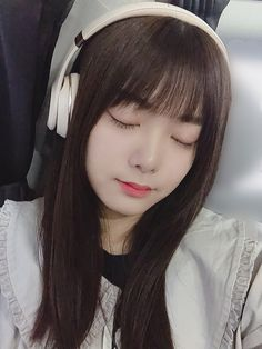 田村 保乃 公式ブログ   欅坂46公式サイト Girl With Headphones, Fashion Poses, Idol, Celebrities, Pretty, Cute, Beauty, Style, Asian Beauty