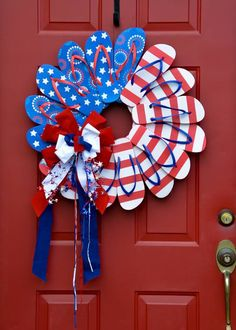25 Inspiring of July wreath DIY Ideas for 2019 Patriotic Day decorations - Ethinify Fourth Of July Decor, 4th Of July Decorations, 4th Of July Wreaths, July 4th, Wreath Crafts, Diy Wreath, Wreath Ideas, Wreath Making, Door Wreaths