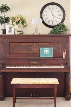 """I would love to have an upright piano in our house someday! - Thank goodness they didn't ruin this piano by """"up-cycling"""" it and painting it! Piano Living Rooms, Piano Room, Formal Living Rooms, Home Living Room, Cottage Living, Cottage Style, Upright Piano Decor, Piano Vertical, Piano For Sale"""