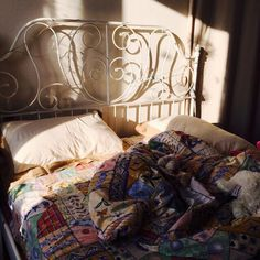 Find images and videos about cool, room and bed on We Heart It - the app to get lost in what you love. My New Room, My Room, Bedroom Inspo, Bedroom Decor, Dream Apartment, Aesthetic Bedroom, Dream Bedroom, House Rooms, Decoration