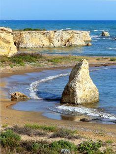 L'incantevole spiaggia di Punta Cirica   #SMariadelFocallo #Ispica #Ragusa   ph Lettica   #visitsicilyinfo #beaches