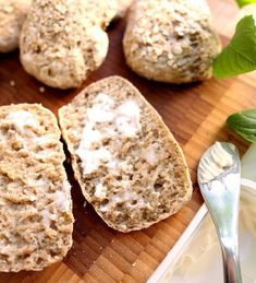 Grove rolls with rye, oats and chia Food N, Good Food, Food And Drink, Pan Bread, Bread Rolls, Healthy Baking, Food For Thought, Baked Goods, Bread Recipes