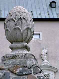 Castle - Červený Kameň. Slovakia. Castles, Fountain, Buddha, Statue, Outdoor Decor, Art, Art Background, Chateaus, Kunst
