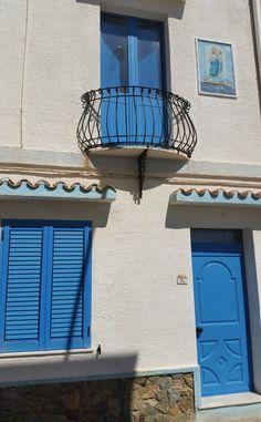A #Calasetta nella Sardegna del Sud-Ovest le case sono tutte bianche e azzurre