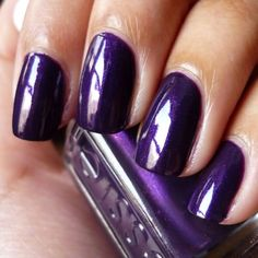 Currently on my nails: Essie - Sexy Divide