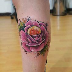 Ayer @dani_tattoos me tatuo esta rosa con una esfera de dragón tan bonita en mi…