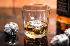 Metalowe kostki lodu do whisky i drinków wielokrotnego użytku CZASZKI (4 szt.)