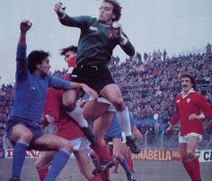 COMO-PERUGIA 1-0 1990-91 10a giornata gol vittoria di Marco Nicoletti al 82' su rigore nella foto il portiere del Perugia Malizia in uscita a fine gara il Como è all'8' posto mentre il Perugia si trova all'ultimo posto con4 punti partendo da -5