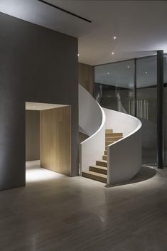 Bahraini architect Jalal AlNajjar designs a monolithic guest house in the Persian Gulf Interior Staircase, Home Stairs Design, Modern Staircase, Interior Exterior, Interior Architecture, Interior Design, Traditional Staircase, Concrete Stairs, Courtyard House