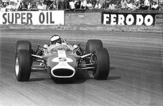 Jim Clark slides his Lotus 49 on opposite lock through Woodcote corner during the 1967 British Grand Prix at Silverstone. Clark went on to win with a second gap to second place Denny Hulme. By this picture for your home or office today Grand Prix F1, British Grand Prix, Jackie Stewart, Motogp, F1 Lotus, Jochen Rindt, Formula 1 Car, Vintage Race Car, Vintage Auto