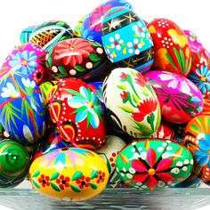 Wesołych Świąt Wielkanocnych is Happy Easter In Polish! Learn about Polish Easter Eggs or Pisanki, Polish Easter Traditions and more. Google Easter Eggs, Polish Easter Traditions, Egg Card, Easter Egg Designs, Easter Ideas, Plastic Easter Eggs, Thinking Day, Diy Weihnachten, Egg Decorating