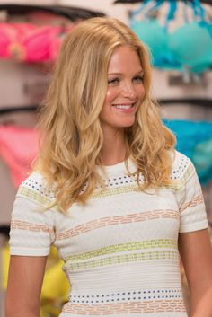 Erin Heatherton, Blonde Waves, Cool Blonde, Blonde Hair, Middle Part Hairstyles, Cool Hairstyles, Blonde Beauty, Hair Beauty, The Beauty Department
