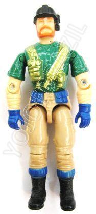 Descrição:  O Piloto do Mamuth (Marfim) foi lançado no Brasil em 1995 (Série 12) pela companhia de Brinquedos Estrela, a figura corresponde ao modelo swivel arm (com movimento nos cotovelos). Trata-se da versão nacional do Survival Specialist [Outback]  fabricado em 1993 pela Hasbro pela série G.I. JOE.