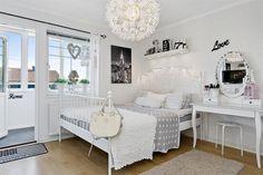 byvanie v romantickom shabby chic style po svedsky 12 Warm Bedroom, Ikea Bedroom, Room Ideas Bedroom, Bedroom Decor, Bedroom Romantic, White Bedroom, Leirvik Bed, Bedroom Ideas For Teen Girls Small, Shabby Chic Bedrooms