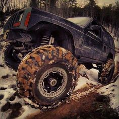 Off roading jeep cherokee xj