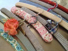 Håndarbeiden » Mormors kledde kleshengere - hekling - strikking - craft- DIY - restegarn - gjenbruk - hengere - gode ideer
