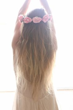 I need this exact hair color, and flowers in my hair :)