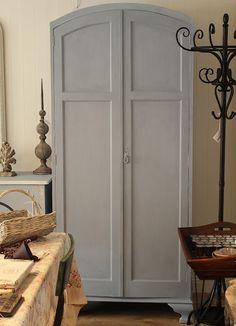 {La Vie en Rose: Furniture painted Chalk Paint® decorative paint in a mix of Paris Grey and Louis Blue. the exact color I'm going for