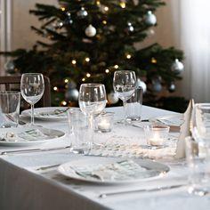And last but not least: Unser diesjähriger Weihnachtstisch. Einmal mehr schauen wir auf ein wunderschönes Fest zurück.