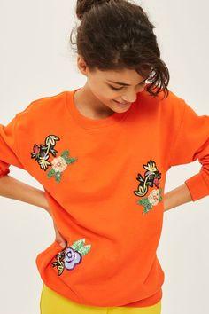 Oversized sweatshirt with applique detailing.