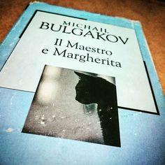 Il Maestro e Margherita di  #MichailBulgakov. Un capolavoro della #letteratura russa che procede di invenzione in invenzione, di sarcasmo in sarcasmo, fino a un gatto che spara revolverate all'impazzata, e a tre cavalli neri che scalpitano nella notte...  Grande #letteratura e nient'altro.