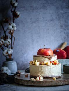 Salzkaramell & Äpfel, der No Bake Cake für den Winter - Plantiful Skies Best Vegan Desserts, Vegan Dessert Recipes, Vegan Sweets, Healthy Sweets, Raw Food Recipes, Happy Healthy, Healthy Life, Vegan Baking, Healthy Baking