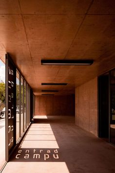 Concept Trace a structuring path through the School Campus, in brown apparent concrete, that unites the two entrances at East and West, along which, marked ...