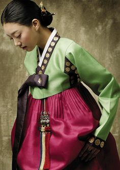Korean traditional dress (hanbok) by Sung Si-Ne color combination is great!