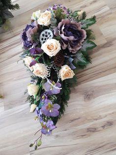 Funeral Flowers, Wedding Flowers, Square Wreath, Grave Decorations, Sympathy Flowers, Black Flowers, Ikebana, Floral Arrangements, Christmas Wreaths
