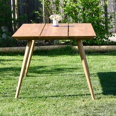 Damit ihr auch mal richtig auf den Tisch hauen könnt, werden F r a n z i s k a und F r a n z durch d i e T e r e s a ergänzt! Ein großer Tisch mit viel Platz für Jause, Grillereien, guten Wein und vieles mehr...Schaut vorbei auf www.kirschholz.at/shop #kirschholz #tischler #tischlermeister #gartenmöbel #onlineshopping #auerbach #möbelserie #teresa #outdoorliving #möbel #tische Shops, Table, Projects, Furniture, Home Decor, Tables, Log Projects, Tents, Blue Prints