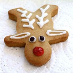Easy Holiday Cookies Recipes: We've got gingerbread houses, melting snowmen, gingerbread reindeer, and more! Gingerbread Reindeer, Gingerbread Man Cookies, Christmas Gingerbread House, Christmas Sweets, Christmas Cooking, Christmas Ideas, Gingerbread Houses, Decorating Gingerbread Cookies, Reindeer Craft