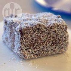 Lamington (bolo de chocolate com coco australiano) @ allrecipes.com.br