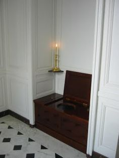 Toilet off the private study of Louis XVI. Contrary to popular belief, there were more than 200 bathrooms at a Versailles during the time of a Louis XVI and Marie Antoinette. Marie Antoinette, Georgian Interiors, French Royalty, Interior Architecture, Interior Design, Victorian Bathroom, Palace Of Versailles, Louis Xiv, Grand Staircase