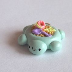 Kawaii Clay Charm Turtle Sandbox Charm by PitterPatterPolymer Cute Polymer Clay, Polymer Clay Animals, Cute Clay, Polymer Clay Miniatures, Polymer Clay Projects, Polymer Clay Charms, Polymer Clay Creations, Diy Clay, Clay Crafts