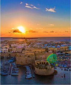 Wonderful sunset in Gallipoli, Puglia #Italy | Get travel tips -> www.gadders.eu/destination/place/Gallipoli