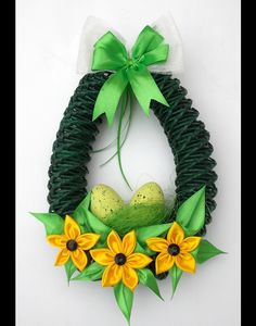 Wielkanocny wianek-jajko - Danusiowe-Pasje - Dekoracje wielkanocne Easter Projects, Easter Crafts, Projects To Try, Newspaper Basket, Newspaper Crafts, Quilling Patterns, Easter Wreaths, Happy Easter, Paper Art