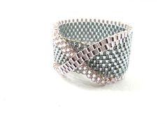 bague anneau avec noeud en rose et gris : Bague par brin-de-perle