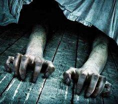Sono amica con il mostro che sta sotto il mio letto, lui va d'accordo con le voci dentro la mia testa.  (Eminem ft. Rihanna - The Monster)
