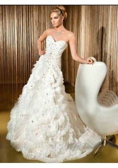 Tulle Strapless Sweetheart Neckline With Beaded Bodice And Lace Back Beading Ruffled A-line Skirt In Chapel Train 2011 New Luxur