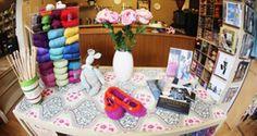Create With Wool (UK): www.createwithwool.co.uk (Delivery 3.65€) *Adriafil, Artesano, Ba T'at, Debbie Bliss, Gedifra, King Cole, Louisa Harding, Noro, Regia, Rowan, Sirdar, Sublime