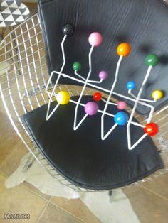 Värikäs naulakko / Colorful coat rack