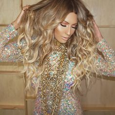 How I feel when @sienree curls my hair Hair color done by the amazing @beausef Wearing @bellamihair 8/60 extensions (use code Desi) #DoinTheMost