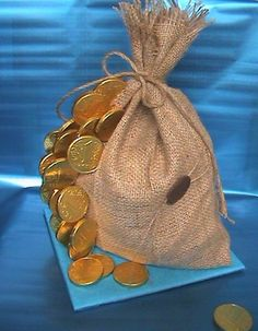 "sweet ""money"" bag)) – Pastry World Coin Crafts, Diy And Crafts, Creative Money Gifts, Trousseau Packing, Money Jars, Gift Wraping, Coin Art, Wedding Plates, Money Trees"